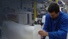 Opérateur de matériaux composites dans l'industrie